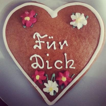 """Picture of Real Salzburger Lebkuchenherz - Lebkuchen Hearts with """"Für dich"""" writing (12cm)"""